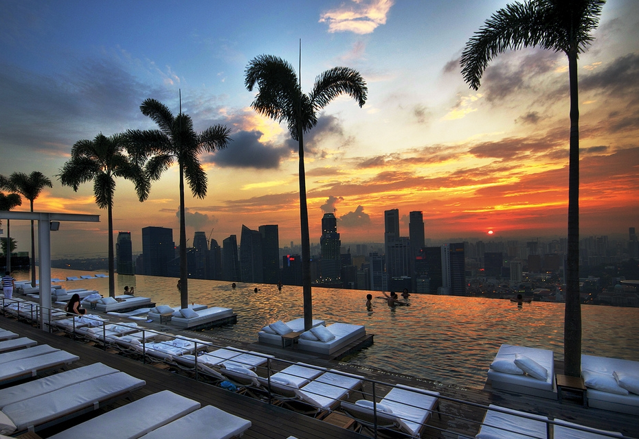 In the mood for 11 piscines incroyables sur les toits for Singapour hotel piscine sur le toit