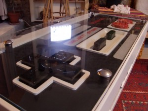 photos Une manette de SuperNes géante (qui sert de table)